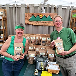Kim and Keith are their Mountain Momma Organics stand.